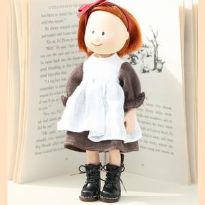 もしもマドレーヌちゃんが、『大草原の小さな家』に出演することが決まったら、どんな靴で登場するかを、目を閉じて想像しました。